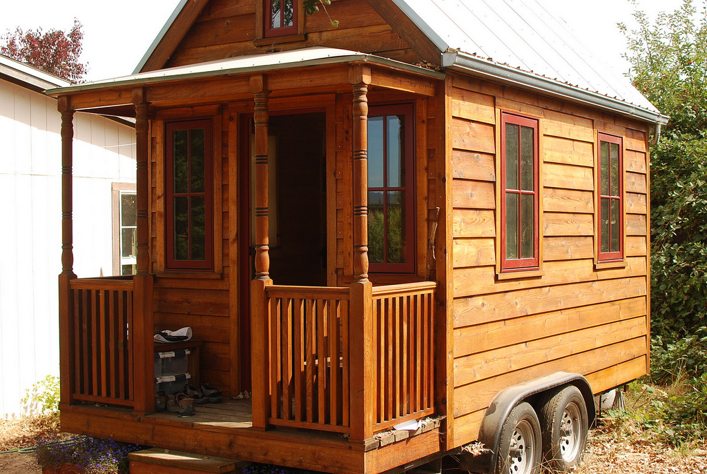 Tiny House Trend- Tiny Flatbed House